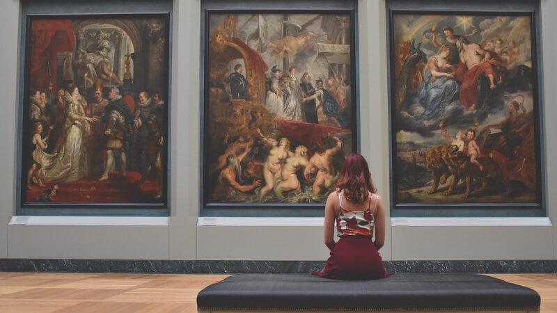 woman-gallery paintin