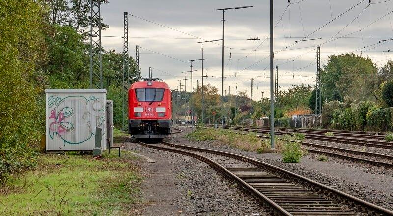 Tlumič umožní zvýšit rychlost vlaků a šetří koleje (foto archiv Ústavu k...
